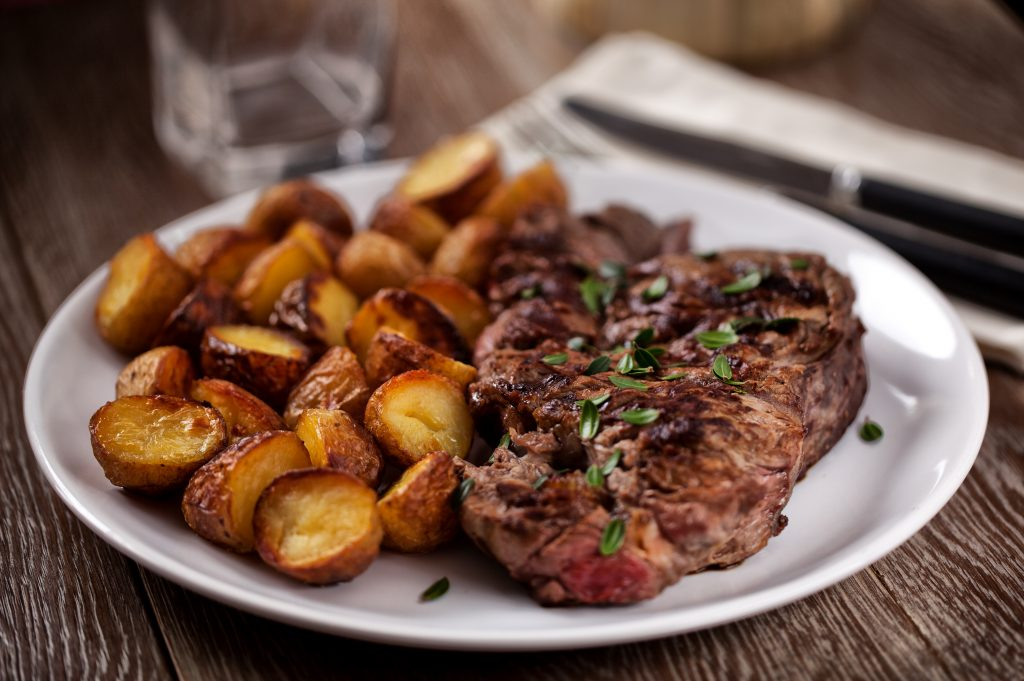 Grilled beefsteak with potatoes